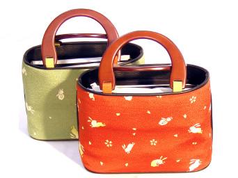 ちりめん兎柄入り 木製手元付きトート型バッグ